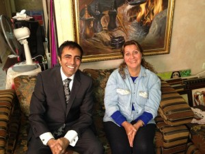 Inder Comar (l) with Iraqi refugee plaintiff Sundus Shaker Saleh (r) in her apartment in Amman