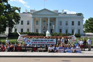 Protests_against_Keystone_XL_Pipeline_for_tar_sands_at_White_House,_2011
